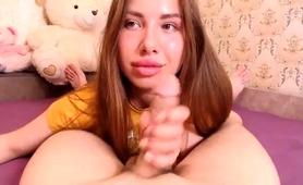 ravishing-camgirl-reveals-her-cocksucking-abilities-in-pov