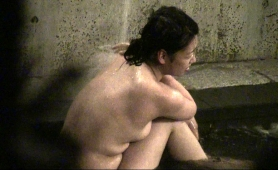 pretty-asian-girl-exposes-her-sexy-body-while-taking-a-bath