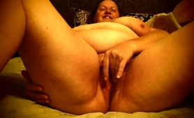 fat-lady-rubs-her-cunt-before-getting-stuffed-with-hard-meat
