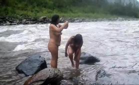 voyeur-captures-two-curvy-amateur-ladies-in-the-outdoors